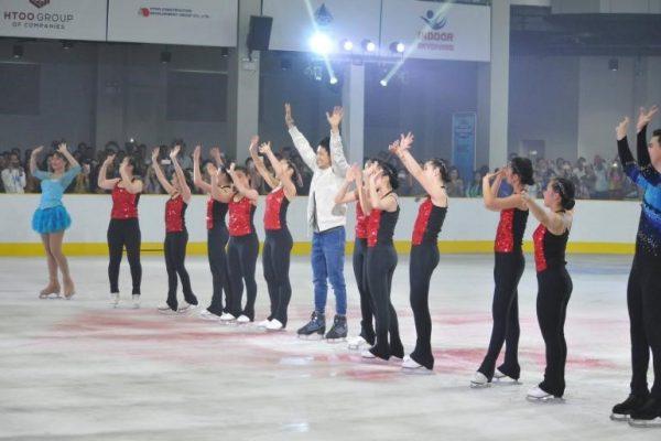 ミャンマー初アイススケート場