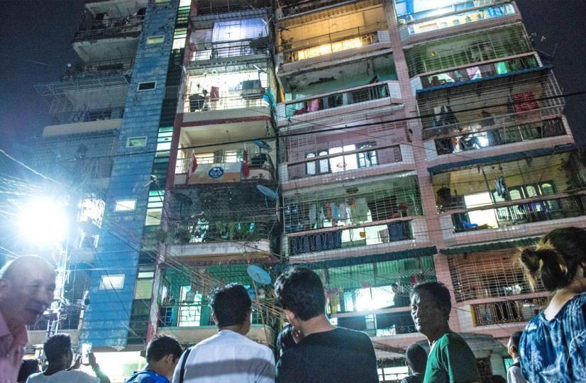 ヤンゴンで11月12日地震、傾いたアパート